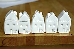 Dekorácie - Biely keramický domček - 11298727_