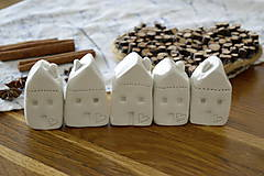 Dekorácie - Biely keramický domček - 11298729_