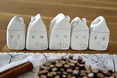 Dekorácie - Biely keramický domček - 11298730_