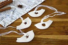 Dekorácie - Keramická ozdoba Vtáčik s výrezom - 11298741_