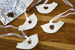 Dekorácie - Keramická ozdoba Vtáčik s výrezom - 11298745_
