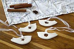 Dekorácie - Keramická ozdoba Vtáčik s výrezom - 11298746_