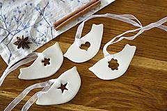 Dekorácie - Keramická ozdoba Vtáčik s výrezom - 11298749_