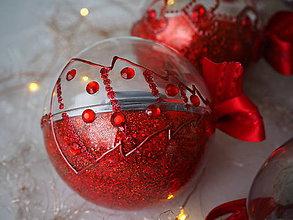 Dekorácie - BIELO ČERVENÉ vianočné gule s 3D fotkou (vzor na bokoch  + zdobenie štrasovými kamienkami) - 11299555_