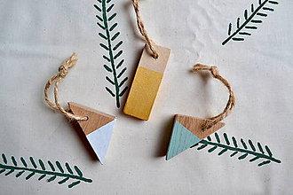 Dekorácie - Drevene vianočne dekorácie - 11301637_