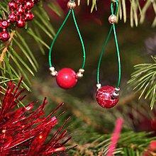 Náušnice - Vianočné náušnice s červeným jaspisom regalitom na zelenom lanku - 11304533_