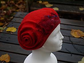 Čiapky - Červená vlnená dámska baretka - 11302146_