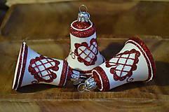 Dekorácie - Bielo-červené zvončeky s ľudovým motívom - 11304312_