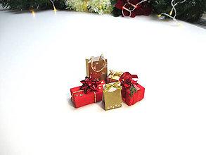 Hračky - Sada mini vianočných darčekov (Červená) - 11303431_