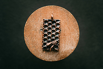 Náhrdelníky - Prívesok včela I. - 11304793_