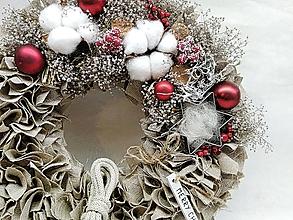 Dekorácie - Strapatý vianočný veniec - 11304130_