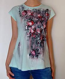 Topy - Elegantné tričko s rozparkom - ručná maľba - 11310510_