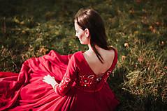 Šaty - Bordové vyšívané šaty - 11308733_
