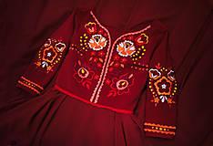 Šaty - Bordové vyšívané šaty - 11308737_