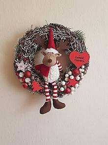 Dekorácie - vianočný veniec so sobíkom 30 cm - 11305737_