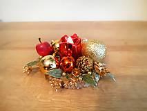 Svietidlá a sviečky - malý zlato červený svietnik - 11308678_