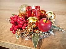 Svietidlá a sviečky - malý zlato červený svietnik - 11308687_