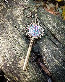Náhrdelníky - Vintage náhrdelník Klúčik - 11306920_