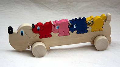 Hračky - Drevené hračky. Psík jazvečík zo zvieratkami ako skladačka. - 11308042_