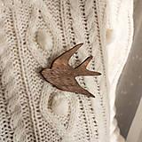 Odznaky/Brošne - Drevená brošňa vtáčik - 11307995_