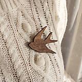 Odznaky/Brošne - Drevená brošňa vtáčik - 11308005_
