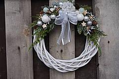 Dekorácie - Vianočný venček bielo - strieborný - 11308647_