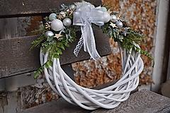 Dekorácie - Vianočný venček bielo - strieborný - 11308659_