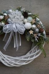 Dekorácie - Vianočný venček bielo - strieborný - 11308670_