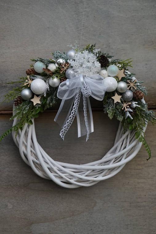 Vianočný venček bielo - strieborný