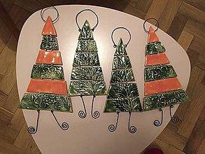 Dekorácie - Vianočný stromček z keramiky (Pestrofarebná) - 11309021_
