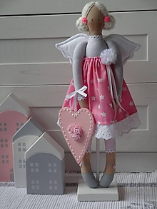 Bábiky - Ružový anjel na drevenom podstavci - 11312985_