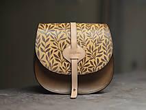 Kabelky - kabelka kožená lovecká ARTEMIS S REMIENKOM, hnedý antique, vzor Bylinky - 11313732_