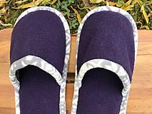 Obuv - Fialové papuče so šedobielym lemom - 11311451_