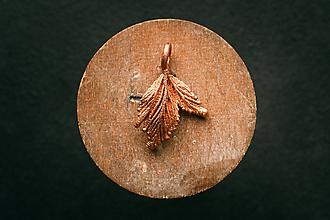 Náhrdelníky - Prívesok malinový list - 11312057_