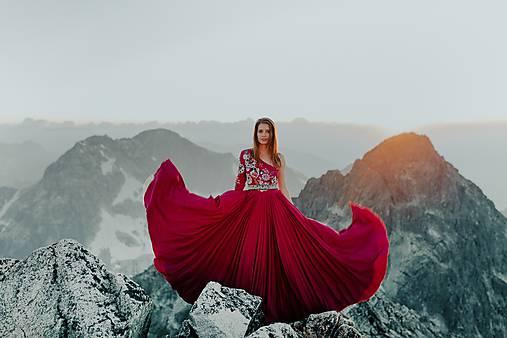 zľava -30% vyšívané šaty Poľana