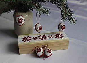 Dekorácie - Zimná záhrada - vyšívané oriešky v krabičke - 11315388_