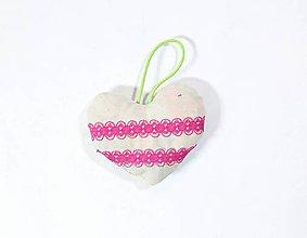 Dekorácie - Textilné závesné srdiečko - 11315546_