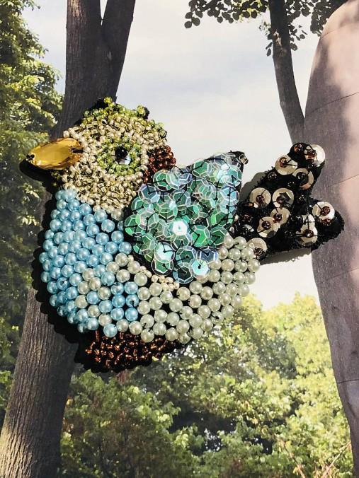 Brošňa papagáj