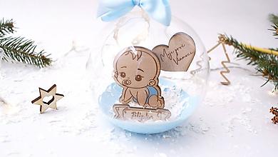 Dekorácie - Personalizovaná sklenená guľa (modrá stužka, modrý spodok gule) - 11318414_