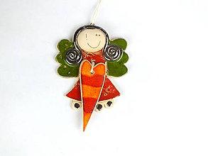 Dekorácie - Anjelik na zavesenie,stredný so srdiečkom - 11320035_