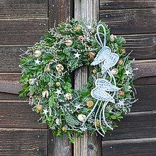 Dekorácie - Vianočný venček s anjelskými krídlami - 11316154_