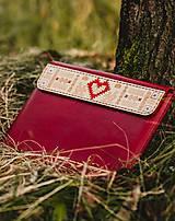 Na notebook - Kožené puzdro na tablet/notebook Folk červené - srdce (na iPad Pro 10.5 (drievko s modrou niťou)) - 11316146_