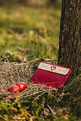 Na notebook - Kožené puzdro na tablet/notebook Folk červené - srdce (na iPad Pro 10.5 (drievko s modrou niťou)) - 11316160_