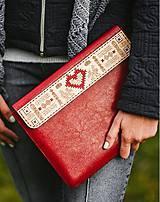 Na notebook - Kožené puzdro na tablet/notebook Folk červené - srdce (na iPad Pro 10.5 (drievko s modrou niťou)) - 11316162_