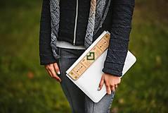 Na notebook - Kožené puzdro na tablet/notebook Folk biele - srdce (na MacBook 12 (drievko s zelenou niťou)) - 11316193_