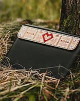 Na notebook - Kožené puzdro na tablet/notebook Folk čierne - srdce - 11316240_
