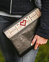 Na notebook - Kožené puzdro na tablet/notebook Folk čierne - srdce - 11316244_