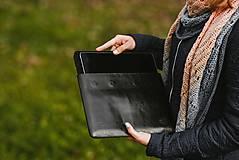 Na notebook - Kožené puzdro na tablet/notebook Folk čierne - srdce - 11316251_