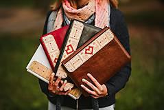 Na notebook - Kožené puzdro na tablet/notebook Folk čierne - srdce - 11316252_