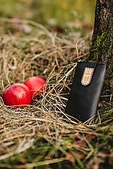 Kožené puzdro na telefón Čičmany - čierne